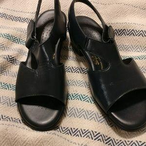 NIB SAS tripad comfort sandal 9w navy